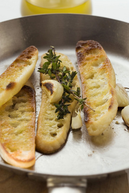 Toasted white bread slices with garlic and thyme