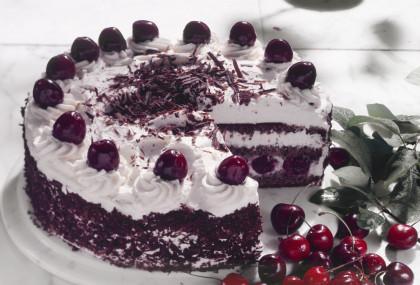 Sponge Cake with Cherries