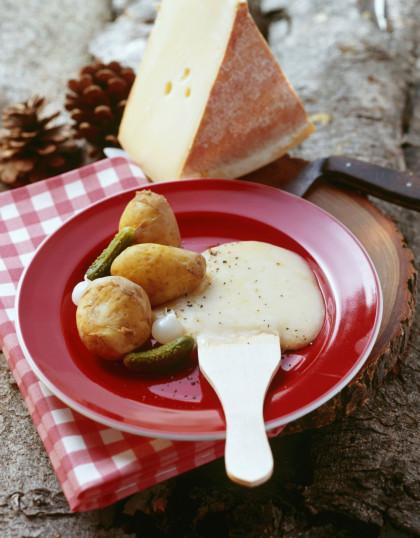 Raclette du pauvre (mit Kartoffeln und Gewürzgurken)